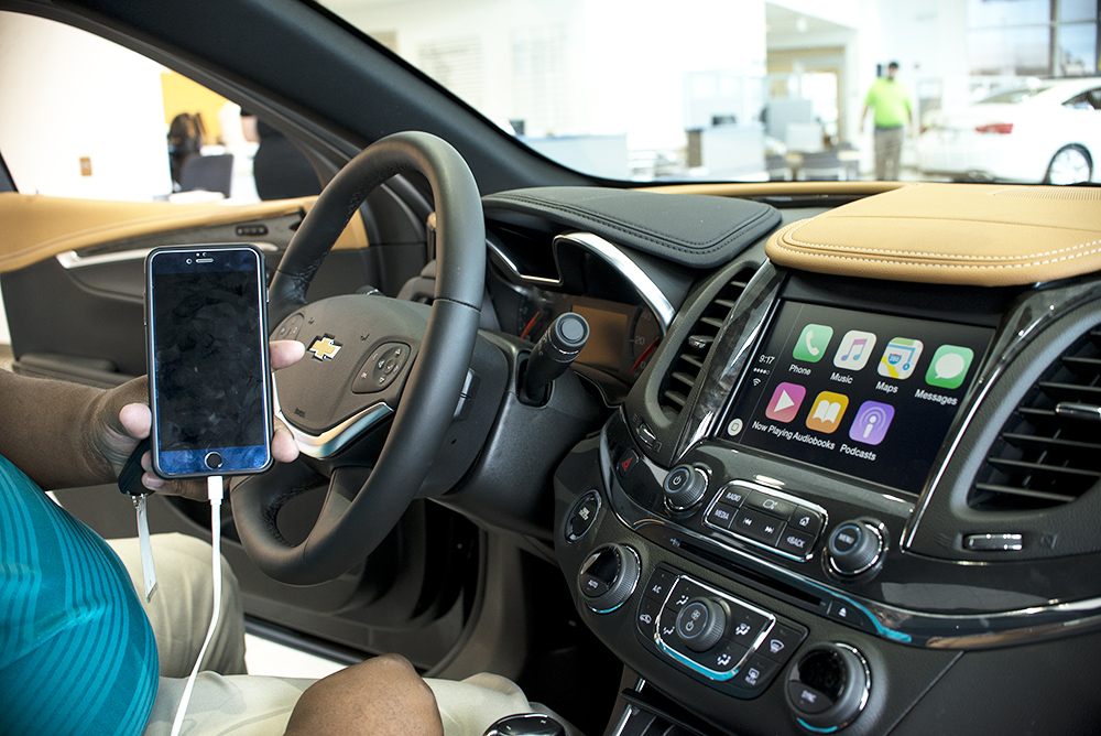 Chevrolet 2016 Models Will Support CarPlay and Android Auto | How To